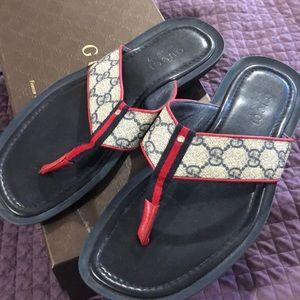Men's Gucci flip flops size 7.5